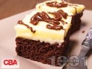 Шоколадов брауни сладкиш (кекс) с глазура от маслен крем от масло и пудра захар